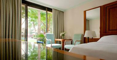 Le-Meridien-Dubai-Hotel-diani-travel-center-bedroom-1